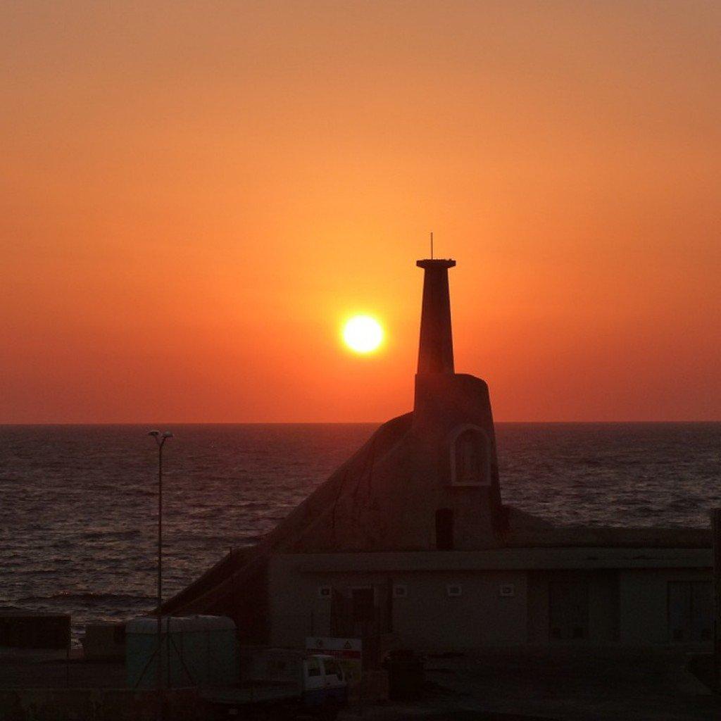 Uno splendido tramonto nel porto dell'isola di Malta.