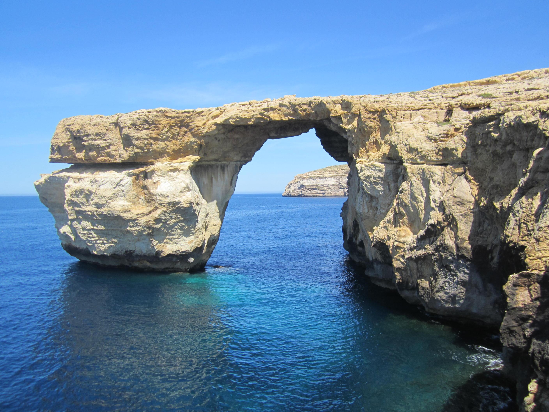 Il mare di Malta con la sua naturale finestra.